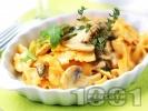 Рецепта Паста фарфале с гъби, сметана, мащерка и свежа рукола
